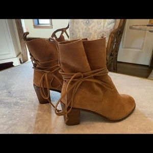 🎁Toms Brown Suede Ankle Boot. Worn Once. 6🎁